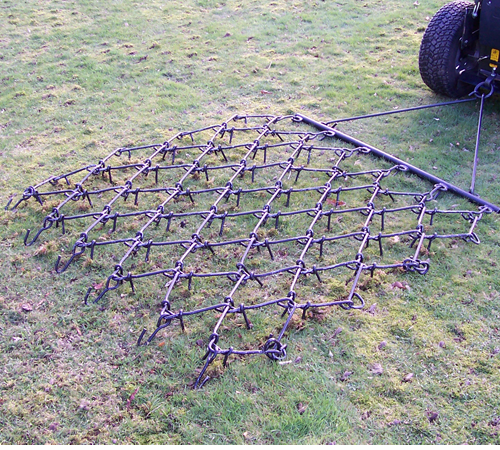 These chain harrows are lighter than the SCH conventional chain harrows (MCH) and therefore are easier to pull by smaller tractors and ATV. The major