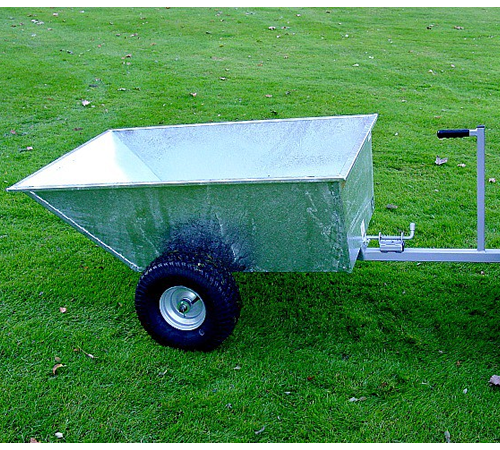 This excellent tipping dump trailer from SCH has a galvanised body. The trailer has wide profile wheels (complete with bearings) so that 'track marks
