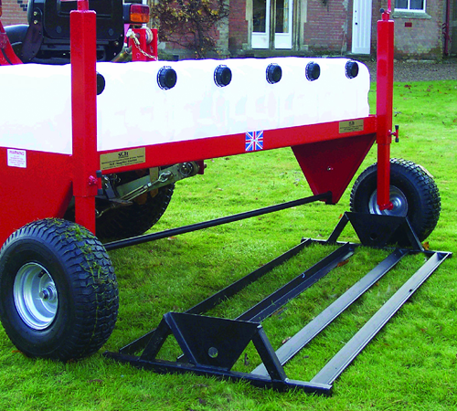 The levelling lute is an extremly useful attachment to the P3 system for levelling out new seed beds and for the even distribution of top dressings. T